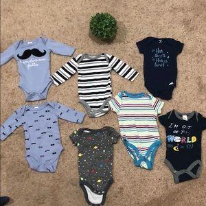 bundle of long &short sleeve onsies for baby boy💙